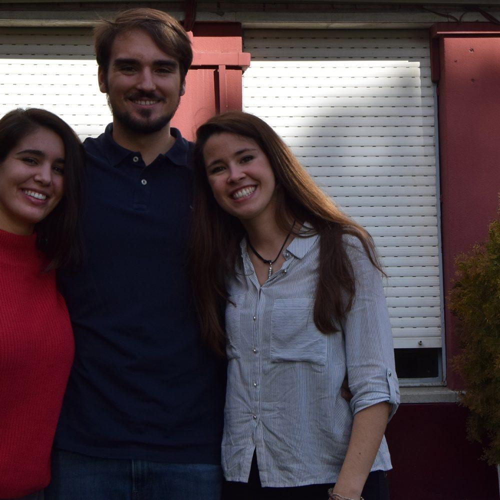Nos visitan alumnas de la promoción 2012